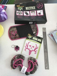 Bone Collector camo Auto Set, includes steering wheel cover, cd visor, decal & key chain