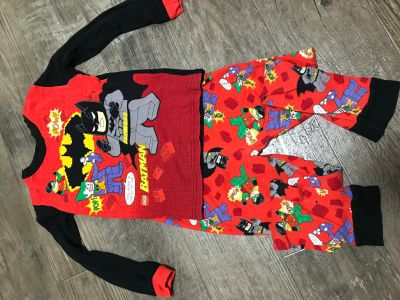 Size 8 Lego batman pjs euc(light wash wear)