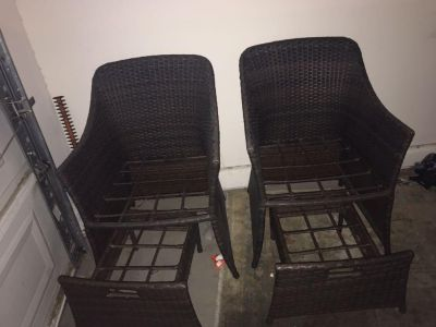 2 patio chairs with leg rest