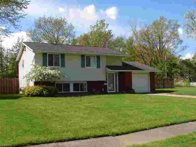2416 Packard Dr LORAIN Four BR, Beautiful, Updated Bi-Level with