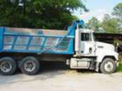 Used 2000 Mack CH613 for sale.