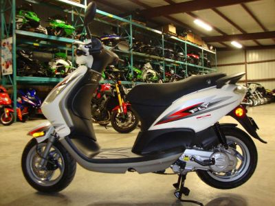 2012 Piaggio Fly 50 4V 250 - 500cc Scooters Francis Creek, WI