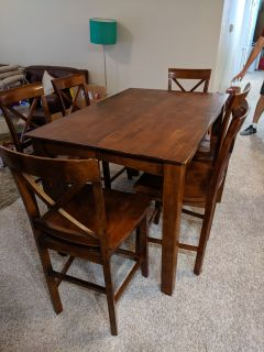 Expandable Dining Table and 8 Chairs