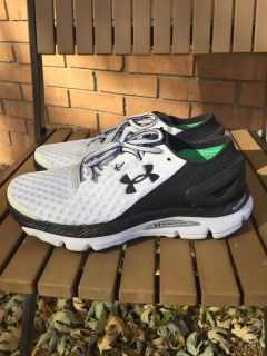 EC Women's 7 Under Armour black/white athletic running shoes