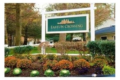 Gorgeous Townhouse in Easton Crossing. 2 Car Garage!