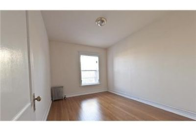 2 bedrooms Apartment - Quaint red and brown brick building. Parking Available!