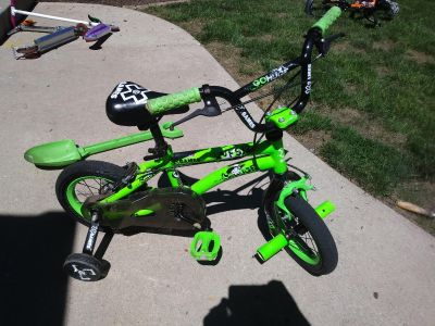 Official X Games bike with training wheels