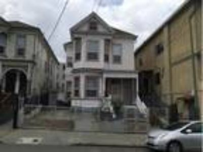 LOVELY DUPLEX IN CONVENIENT OAKLAND LOCATION, Oakland, CA