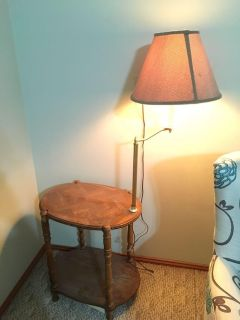 Cute antique style end table/coffee table