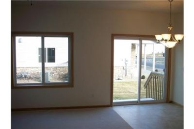 Lakeville End Unit Town Home, Spacious Master, Walk Out Patio