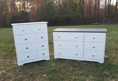 Matching Farmstyle Dressers / Chest of Drawers