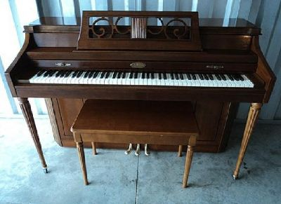 $399 Wurlitzer Spinet Piano-Very Good Condition-Free Delivery to 1st Floor