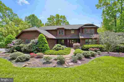 2361 Forest Hills Dr HARRISBURG Five BR, This home delivers!