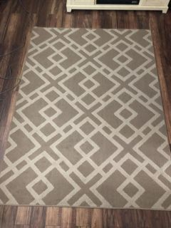 Rooms to go rug