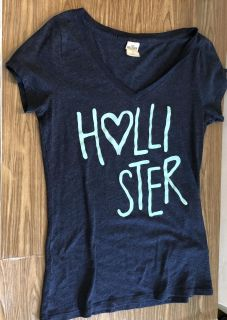 Adorable Hollister Soft Tee! Like New! Teen Size S