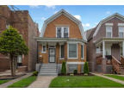 Chicago, , IL Listing Price: $239,900 Three BR, 2.1