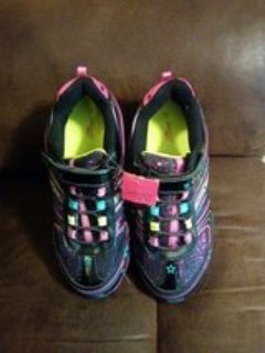 New Danskin size 4 Girl's Shoes