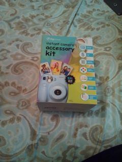 Instant camera accessory kit