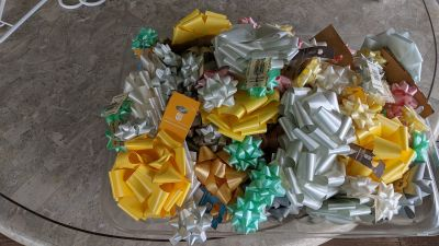 Bag of assorted bows