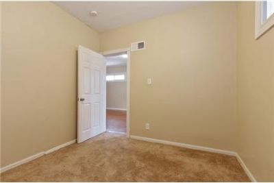 Bright Chicago, 2 bedroom, 1.50 bath for rent. Washer/Dryer Hookups!
