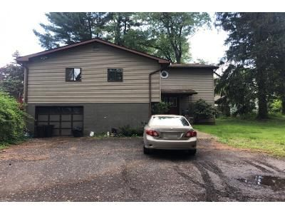 4 Bed 3.0 Bath Preforeclosure Property in Stroudsburg, PA 18360 - Stillmeadow Ln