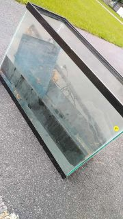 20 gallon? Fish tank/comes with stuff in it
