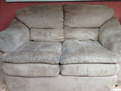 Suede loveseat reduced. Final