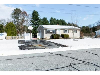 3 Bed 1 Bath Foreclosure Property in Jewett City, CT 06351 - Leha Ave