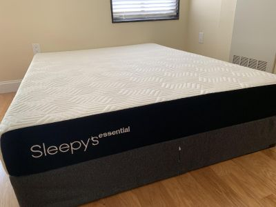 Mattress and Spring Box Queen Size (Excellent Condition)