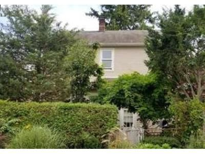 4 Bed 2 Bath Foreclosure Property in Huntington Station, NY 11746 - Fairground Ave