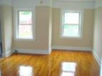 Glen Head Apartment for Rent/Hardwood Floors/Deck