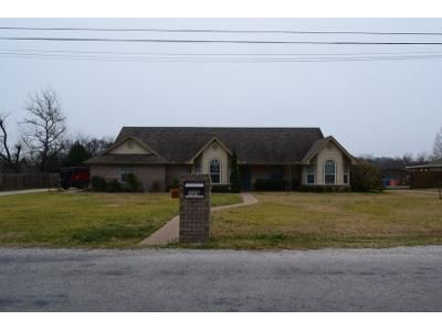 3 Bed 2 Bath Preforeclosure Property in Waco, TX 76706 - E Ward Dr