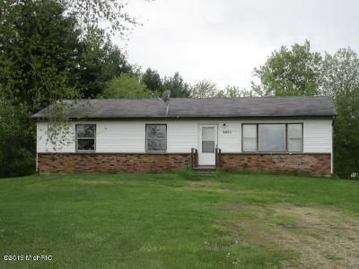 3 Bed 1.5 Bath Foreclosure Property in Coloma, MI 49038 - Clymer Rd