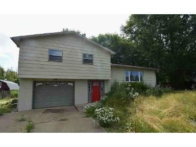 3 Bed 1.5 Bath Preforeclosure Property in Brookfield, OH 44403 - State Route 7 SE