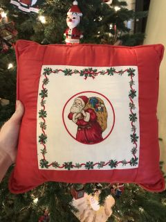 Vintage handmade chairs pillow in excellent condition I love this!