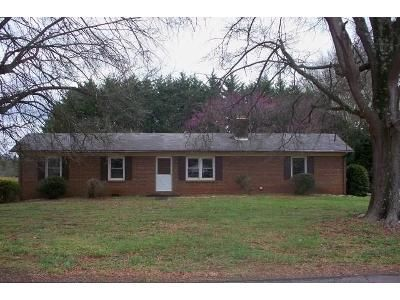 3 Bed 1 Bath Foreclosure Property in Claremont, NC 28610 - Clay St