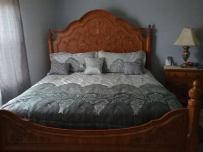 King Bed w/accessories