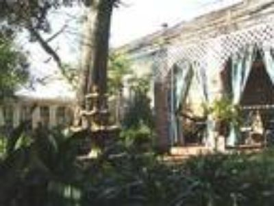 Garlands Guest House And Creole Cottages - Bed & Breakfast