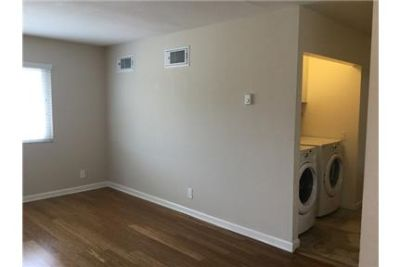 Newport Beach - 2 bedroom - Wood flours - Laundry hookups withMachines - Gorgeous