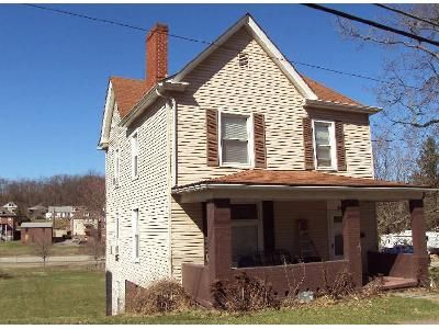 3 Bed 1.5 Bath Foreclosure Property in Burgettstown, PA 15021 - Center Ave
