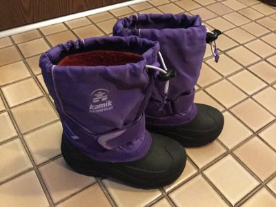 Girls Kamik Winter Boots - size 11 excellent condition