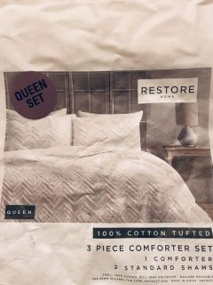 New in Package Shabby Chic White Queen Comforter Set!