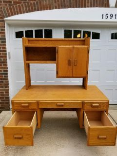 Wooden desk with detachable hutch