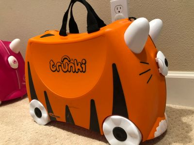 Tiger trunki, with pulling strap