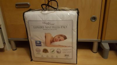 Brand-new Luxury Mattress Pad Waterproof Deep Skirt Hypoallergic. SIZE KING Will fit mattress from 10 to 18 inches