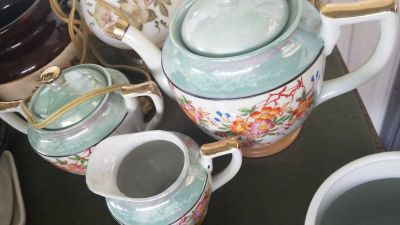 21 teapots for sales, must sell as a lot.