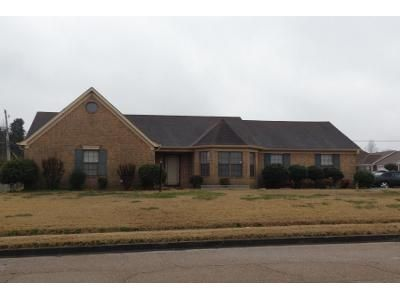 3 Bed 2 Bath Preforeclosure Property in Memphis, TN 38141 - Finch Rd