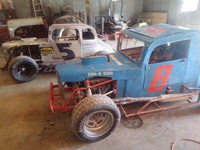 2- dwarf cars