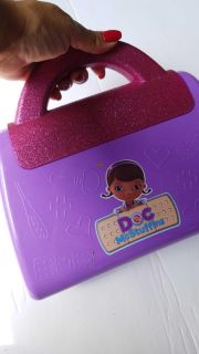 Girls toy doc bag, opens to fill, plastic