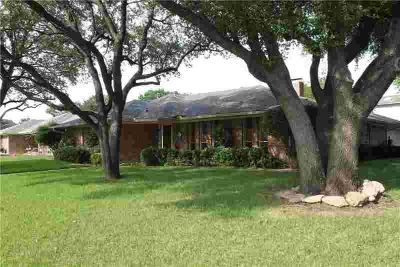 3200 N Britain Road IRVING Four BR, Very nice location in north